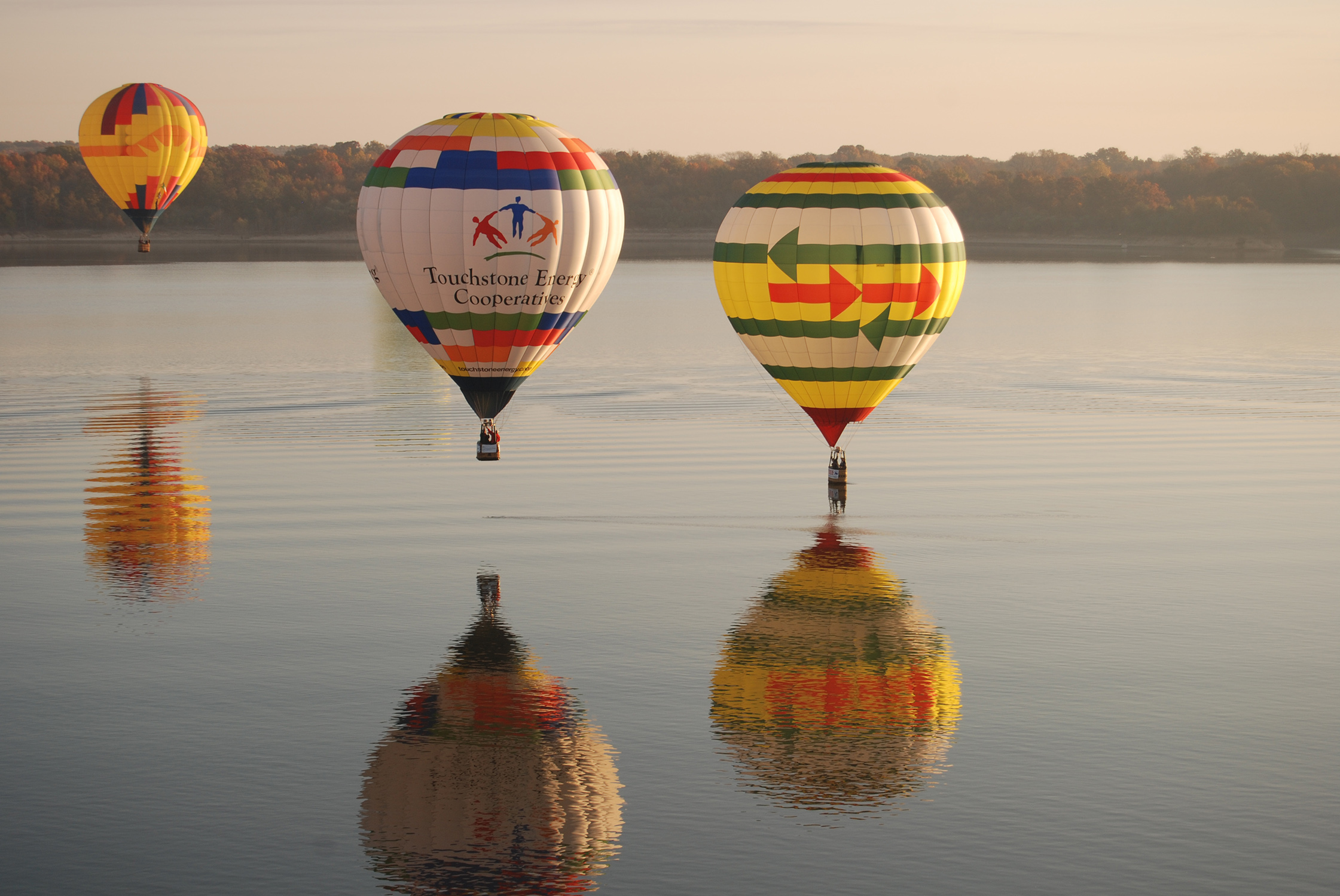 https://cbaballoon.com/sites/cbaballoon/files/revslider/image/balloons%20over%20water.JPG